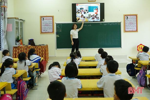 """Hà Tĩnh """"phủ sóng"""" smart tivi tất cả lớp 1, đáp ứng chương trình giáo dục phổ thông mới"""