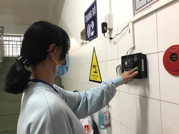 Bệnh viện đa khoa Trung ương Cần Thơ kiểm soát người nuôi bệnh bằng hệ thống nhận diện dấu vân tay
