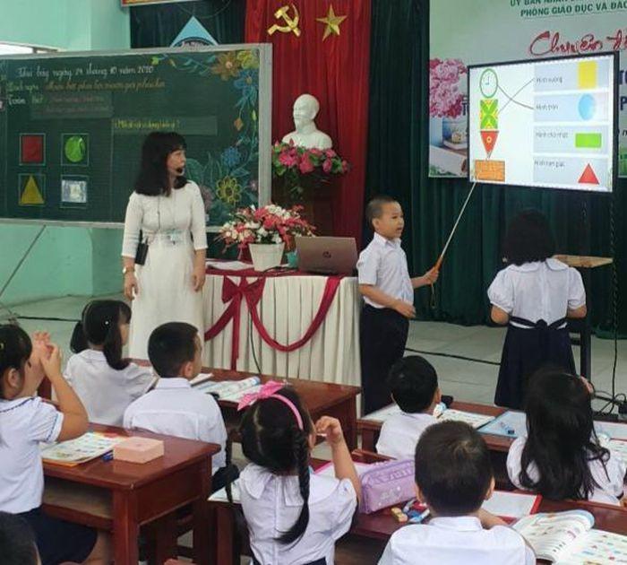 Tập huấn giáo viên triển khai chương trình SGK mới: Học để dạy chứ không phải học để bi